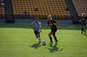 Kennesaw State senior midfielder Nicole Calder