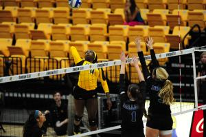 Kennesaw State outside hitter Anaiah Boyer (left)Photo Credit: Kennesaw State Athletics